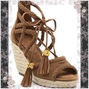 Cognac wedge espadrilles with tassels